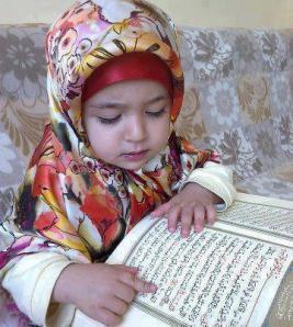 Anak Kecil Belajar Membaca Alquran